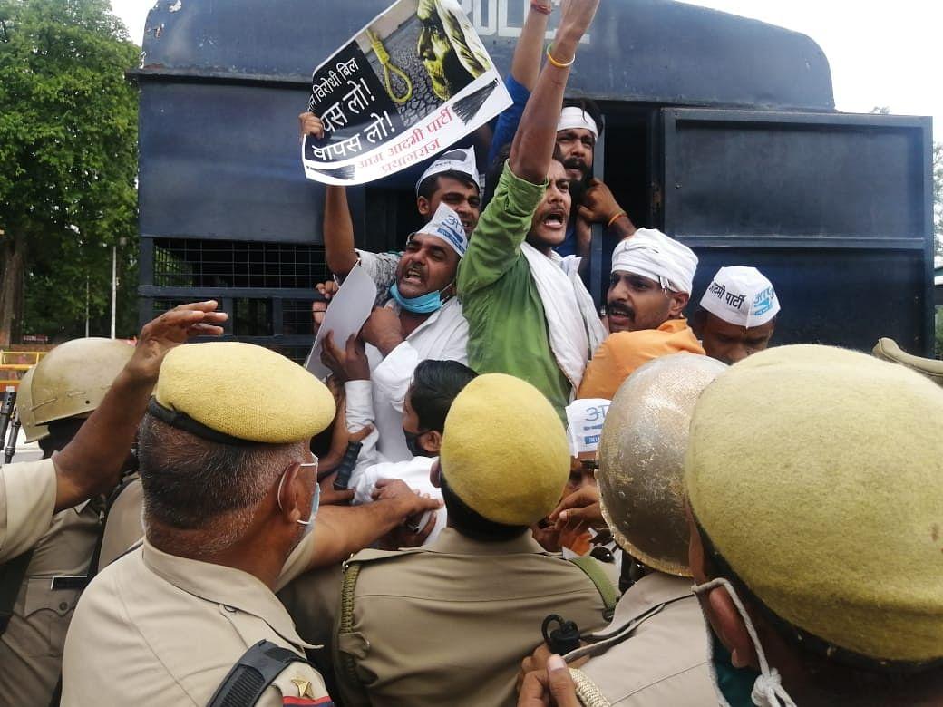 आम आदमी पार्टी ने किसान आंदोलन के समर्थन में किया उत्तर प्रदेश में ज़बरदस्त प्रदर्शन