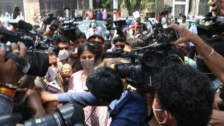 चीरहरण करने वाले दुशासनों को मीडिया कह कर पत्रकारिता की तौहीन मत कीजिए !