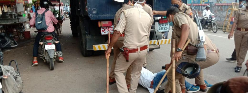 योगी सरकार में हुए कोरोना किट घोटाला के खिलाफ AAP का जबरदस्त विरोध प्रदर्शन