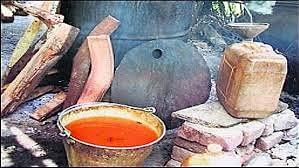 ज़हरीली शराब के सौदागरों पर मैनपुरी पुलिस ने कसा शिकंजा, शराब माफियाओं पर हजारों का इनाम घोषित।