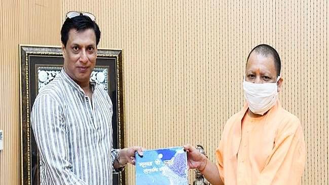 Noted Film Maker Madhur Bhandarkar Meets Yogi In Lucknow, Greets Him For Film City Plans