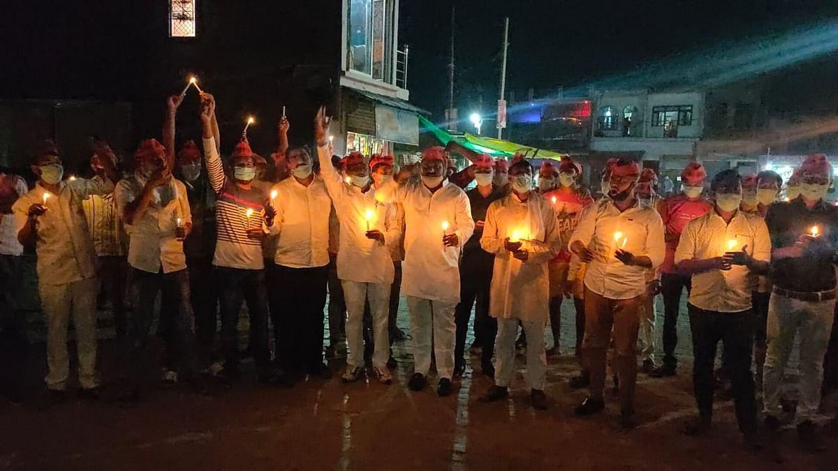 मैनपुरी में सपा कार्यकर्ताओं ने हाथरस में बलात्कार का शिकार हुई दलित लड़की की मौत पर जताया शोक, ग़ुस्सा