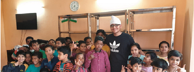 "On Teachers Day, Meet This 17-Year-Old ""Teacher Bhaiya"" Who Is Changing Lives Of Many Street Kids"