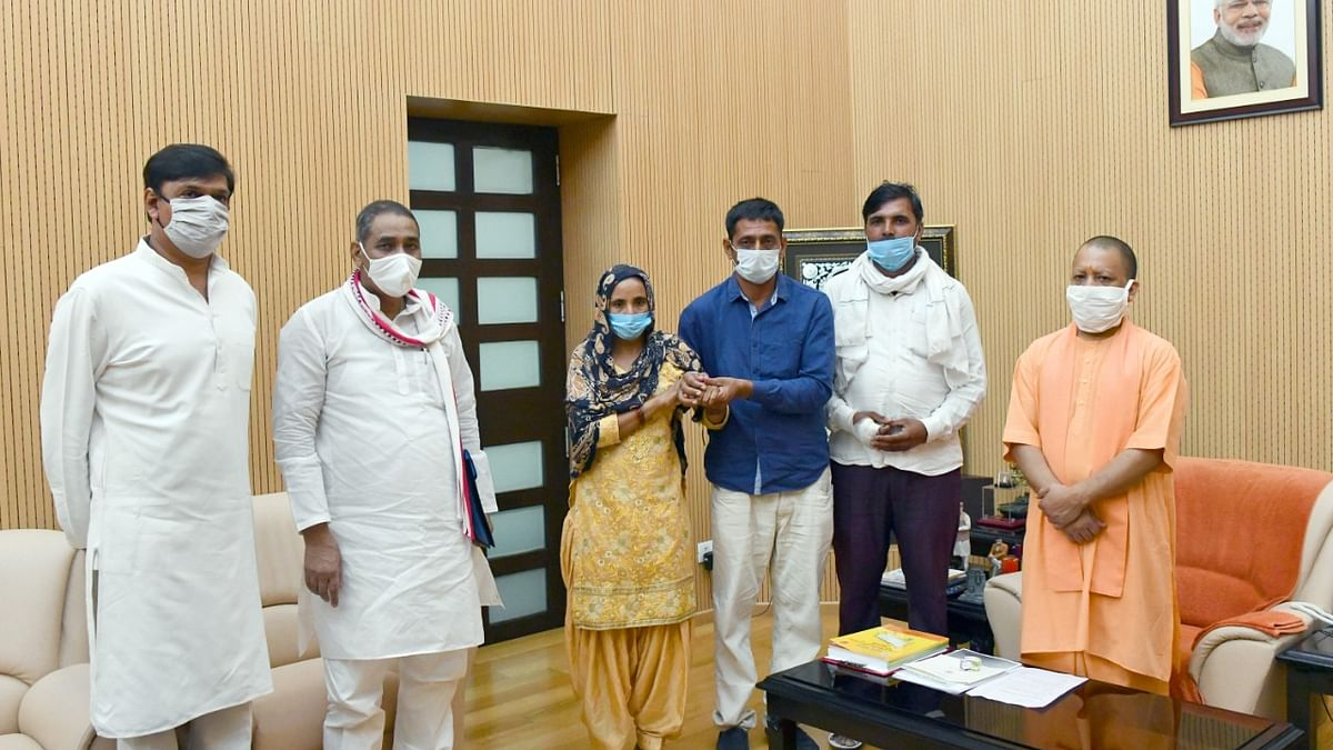 Family Of Girl Who Died In Road Accident While Trying To Escape Eve Teasing Youth Meet Yogi Adityanath In Lucknow