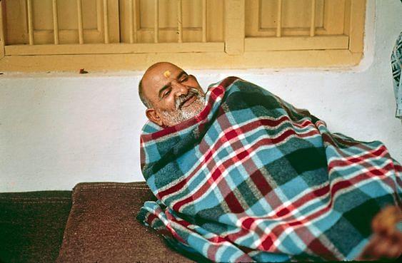 नीब करौरी बाबा की अनंत कथाएँ: महाराज जी के आयुष्मान भव व श्री माँ के आशीर्वाद से बची भक्त की जान