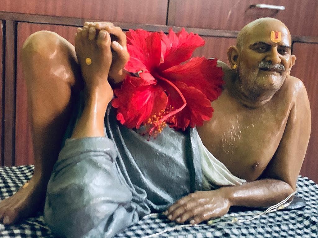 नीब करोली बाबा की अनंत कथाएँ : नजरबाग, लखनऊ के रहीम रिक्शेवाले की पत्नी की तबियत सही करना
