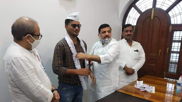 द ग्रेट इंडियन लाफ्टर चैलेंज के बहुचर्चित प्रतिभागी अभय शर्मा ने थामा आम आदमी पार्टी का दामन