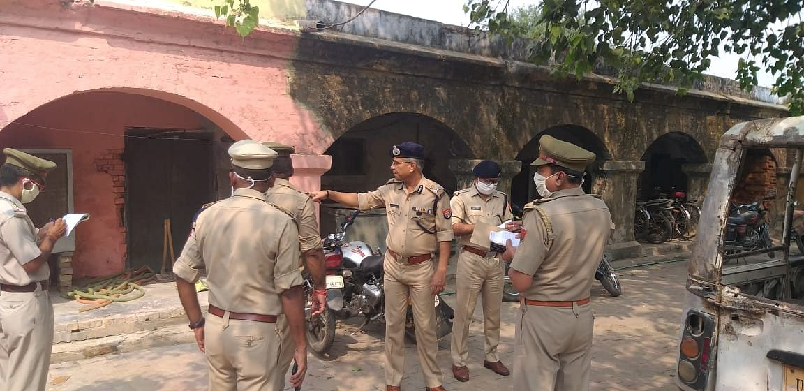 IG Agra A Satish Ganesh Inspects Bewar Police Station, Directs Officials To Be Polite And Courteous To People