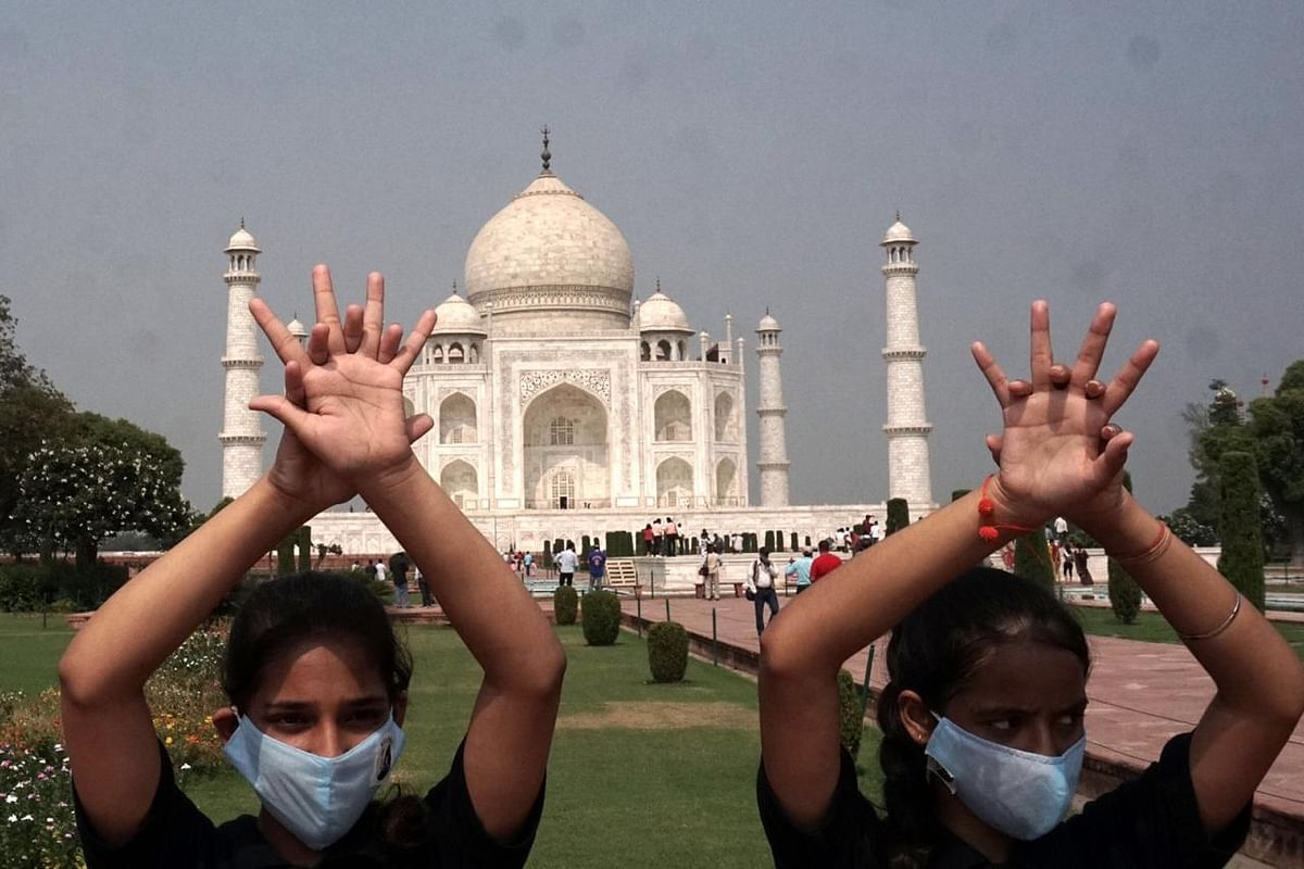 Unique Initiative By DU Girl Students At Taj Mahal On Global Handwashing Day