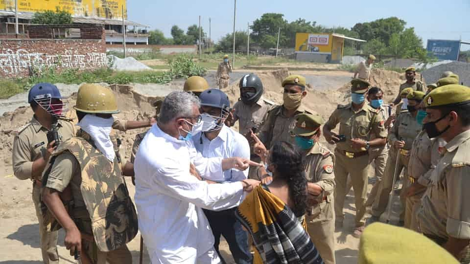 Now, UP Police And An Official Misbehaves With TMC MP Derek O' Brien, Woman Protestors