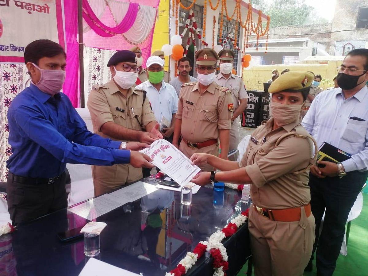 मैनपुरी जिलाधिकारी ने भोगांव में महिला हेल्प-डेस्क का किया शुभारंभ