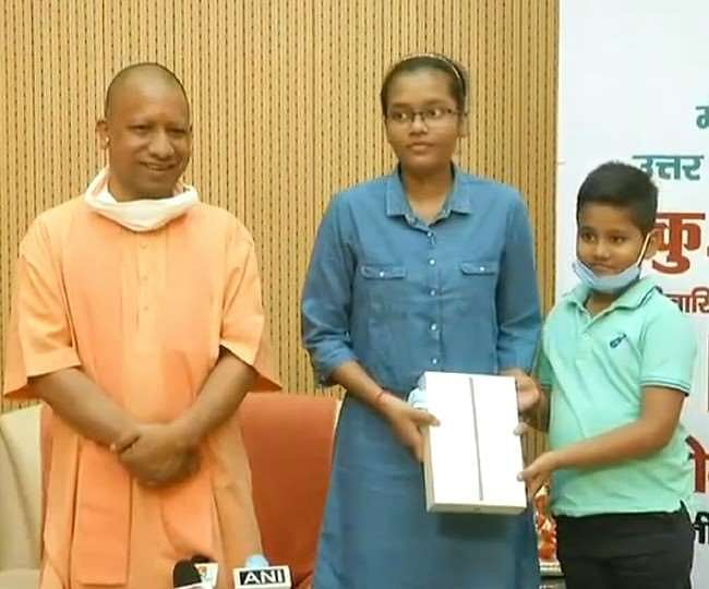 Yogi Felicitates NEET Topper Akansha Singh, State To Bear Expenses Of Her MBBS Studies