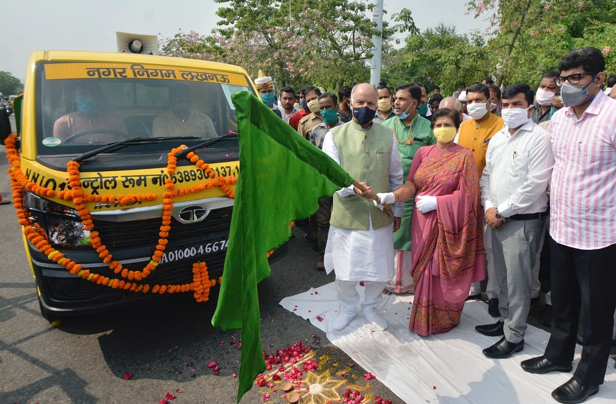 151 New GPS, Public Address System Equipped Garbage Collection Vehicles Flagged Off In Lucknow