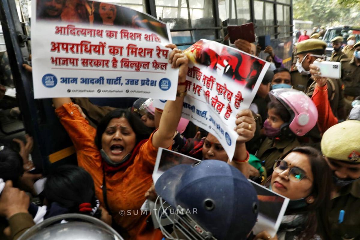 महिला सुरक्षा की मांग पर प्रदर्शन कर रहे पदाधिकारियों की गिरफ़्तारी में सरकार ने कोविड प्रोटोकॉल की उड़ाई धज्जियां: आप