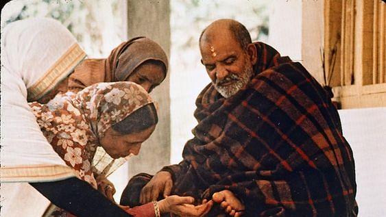 नीब करौरी बाबा की अनंत कथाएँ: कटोरी का चमत्कार