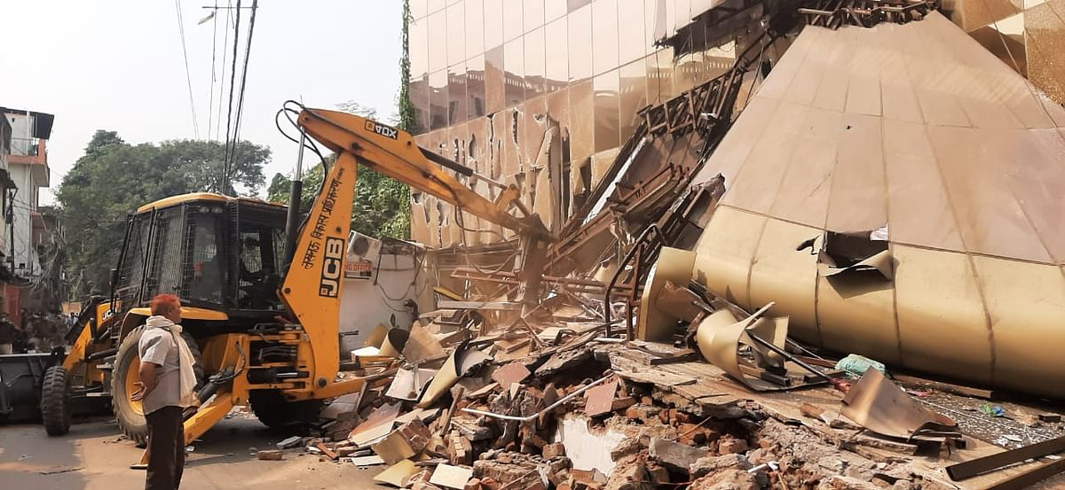 Authorities Begin Demolition Of Dragon Mart In Lucknow's Lalbagh Area