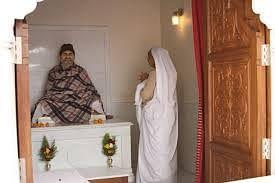 नीब करौरी बाबा की अनंत कथाएँ:  श्री माँ के माध्यम से अपने बिखरे-बिछुड़े भक्तों को पुनः भक्ति-मंच पर लाकर बिठा दिया