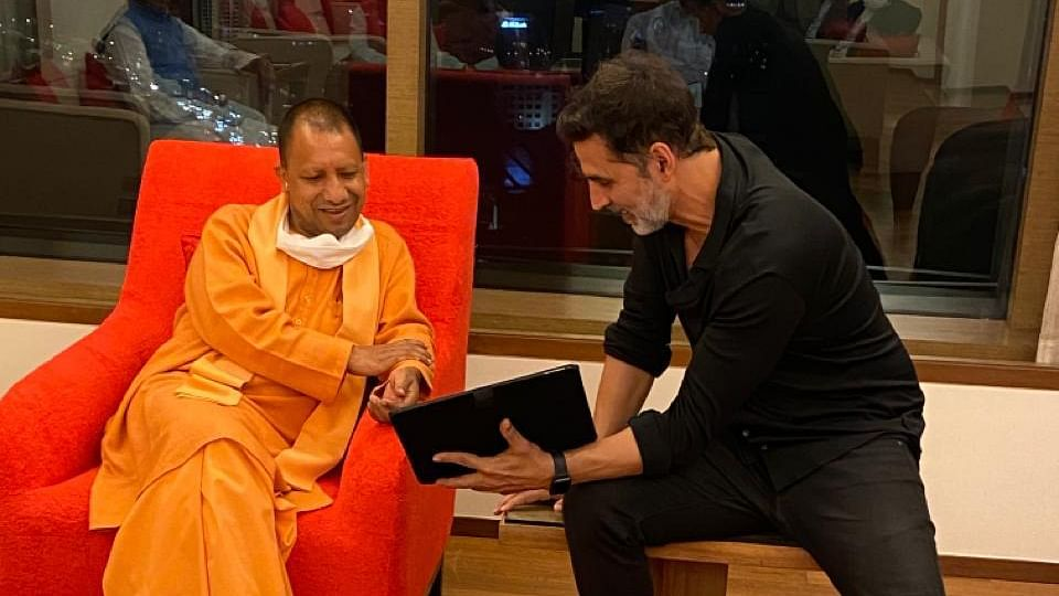 Akshay Kumar Meets Yogi Adityanath In Mumbai, Shares Ideas On Proposed Film City In UP