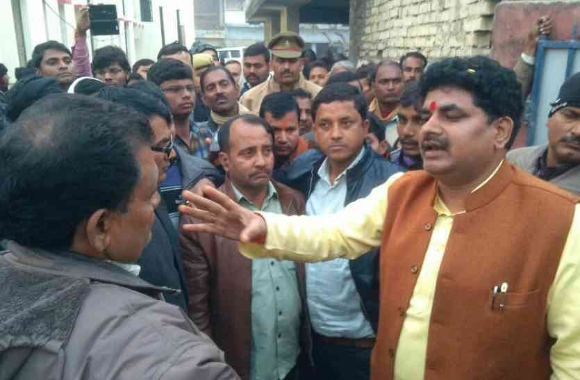 Power Drunk BJP Legislator In UP Insults Officer, 'Kicks Up' Controversy