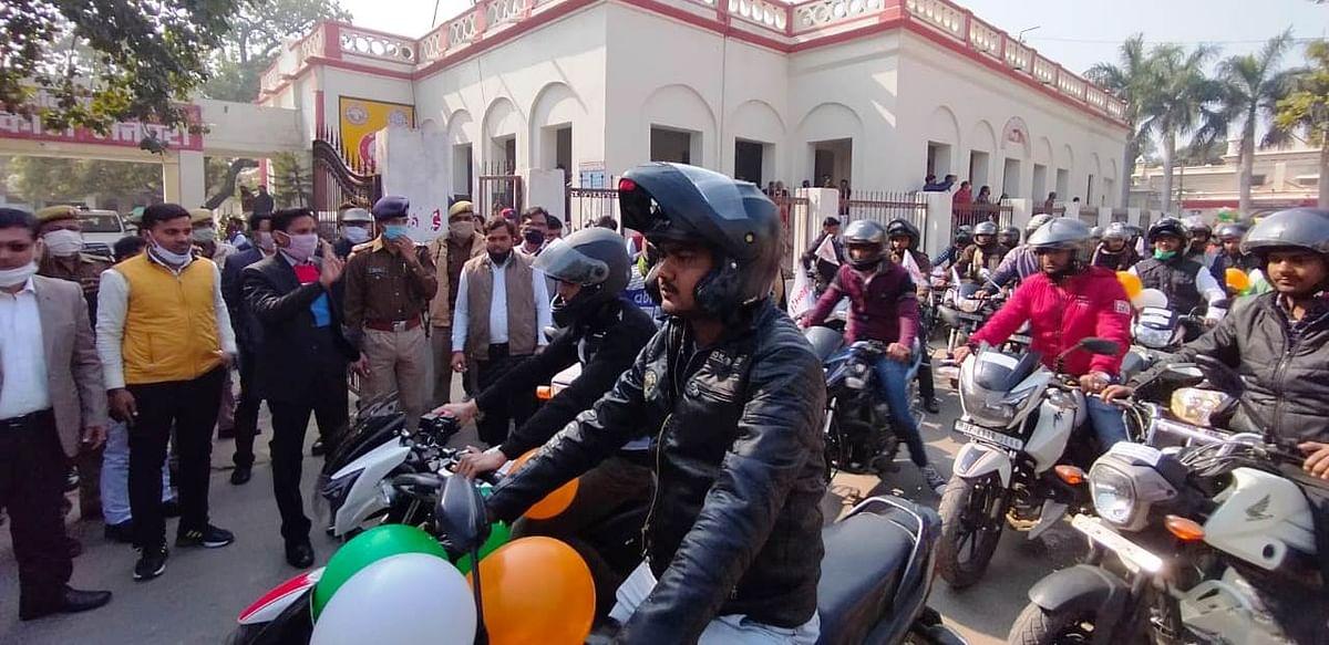 मैनपुरी में यातायात माह का मोटर साइकल रैली से शुभारंभ