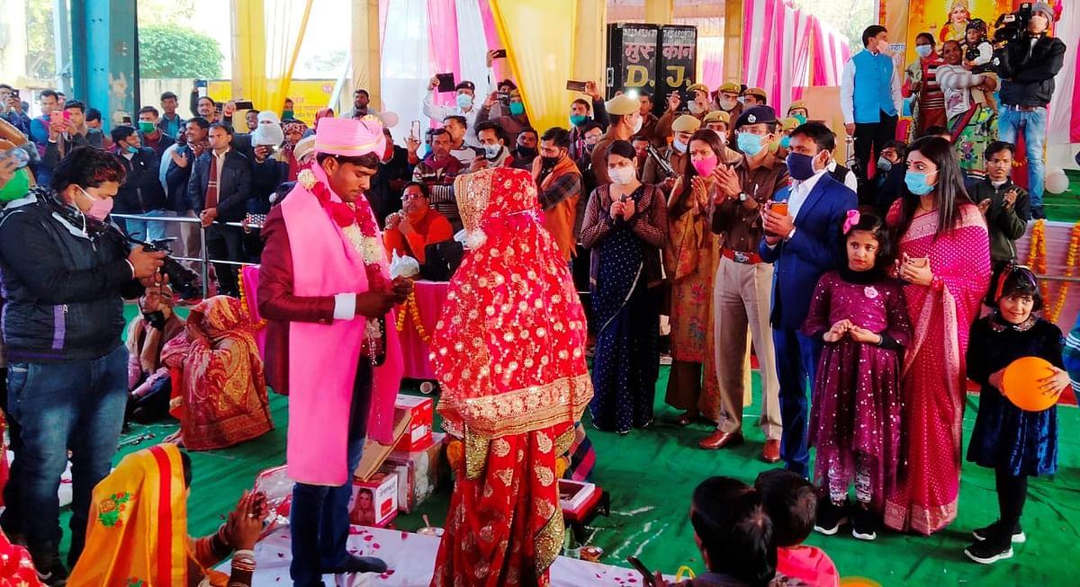 मैनपुरी में मुख्यमंत्री सामूहिक विवाह योजना के अन्तर्गत आज 95 जोड़ों की शादी हुई सम्पन्न
