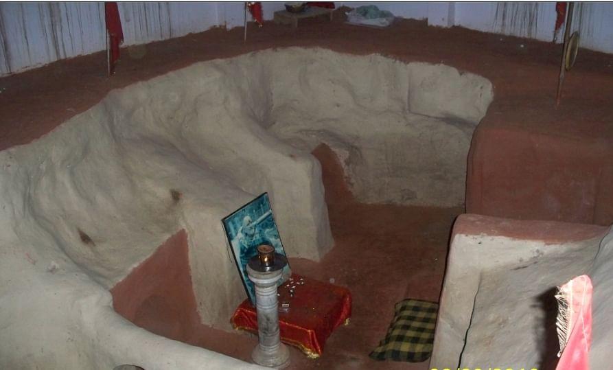 नीब करौरी बाबा की अनंत कथाएँ: जब महाराज जी की गुफा को मंदिर स्वरूप दिया गया