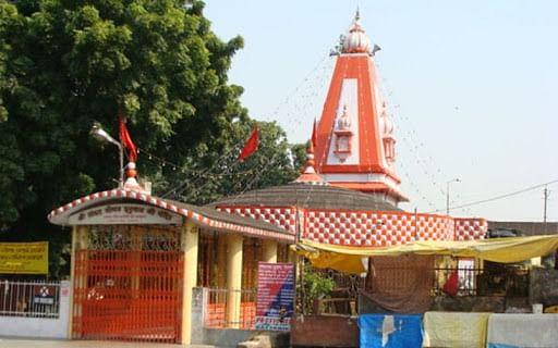 नीब करौरी बाबा की अनंत कथाएँ: हनुमान सेतु मंदिर लखनऊ का चमत्कारी ढंग से कराया निर्माण