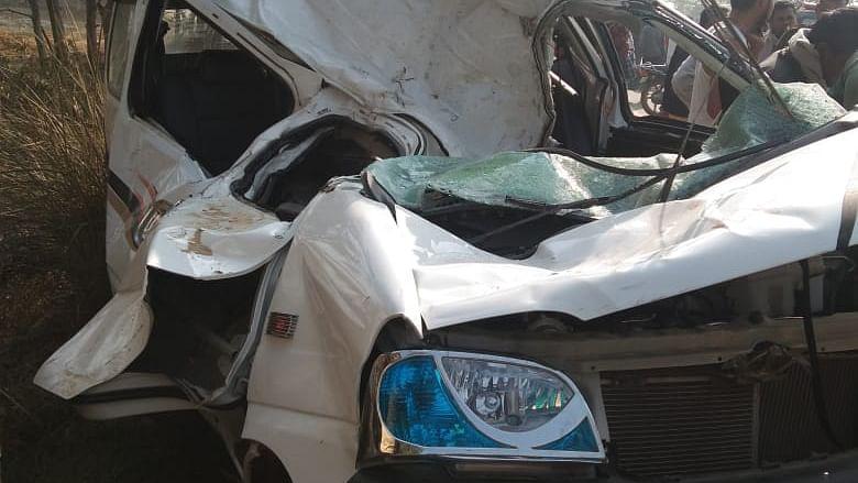 मैनपुरी में दो गाड़ियों की आपसी भिड़ंत में 9 लोग गंभीर रूप से घायल, एक की मौत