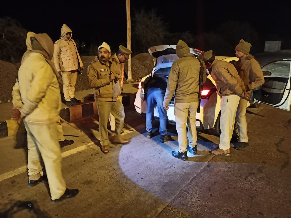Mahoba Police Working Overtime In Cold Nights, Checking Vehicles