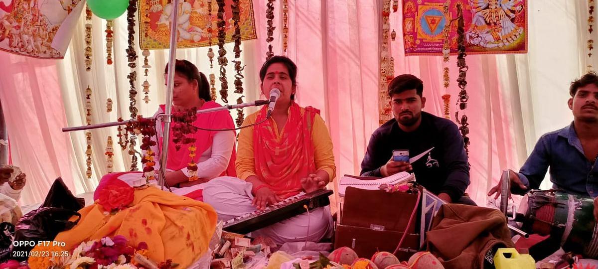 मैनपुरी  के लोहिया पार्क के निकट चल रही भागवत कथा में रुकमणि विवाह के मंगल गीतों पर झूम उठे भक्त