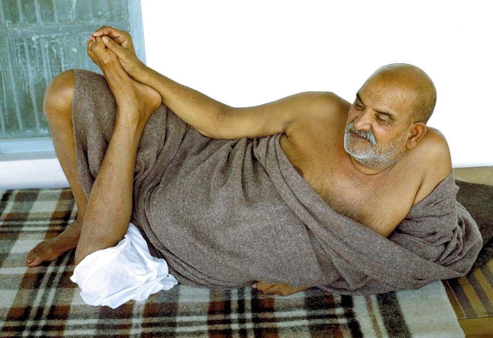 नीब करौरी बाबा की अनंत कथाएँ: जब भक्तों से भरी नाँव में हुआ छेद और सब की जान पर बन आयी