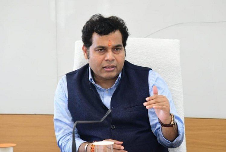 Power Minister Shrikant Sharma Tells Officials To Ensure Settlement Of Power Bill Complaints On Priority