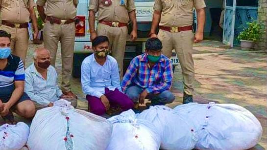 बागपत से मुर्दों के कफ़न चुराने वाले गिरोह का भंडाफोड़, सात गिरफ़्तार