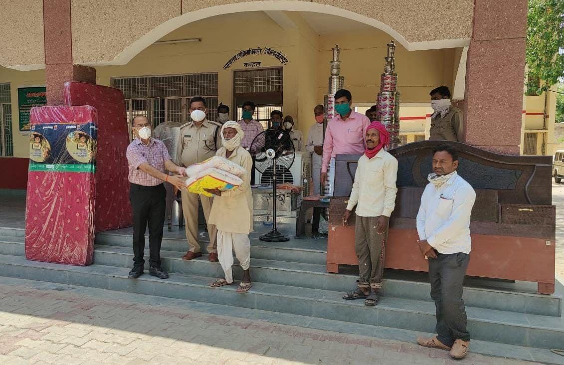 मैनपुरी उपजिलाधिकारी रतन वर्मा ने किया सराहनीय कार्य, परेशान परिवार की बेटी की शादी के लिए भेंट किया सामान
