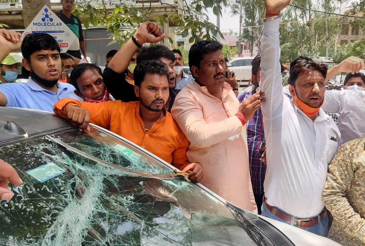 Vehicles In Motorcade Of BJP Leader Damaged After Tiff With Protesting Farmers On UP Gate In Ghaziabad