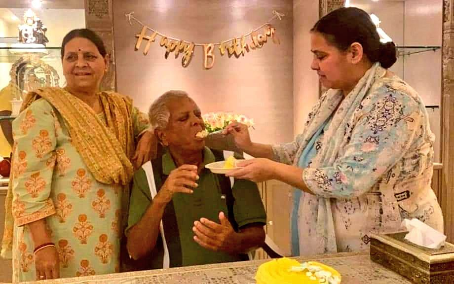 Lalu Yadav Turns 74, Family Celebrates At Daughters Home