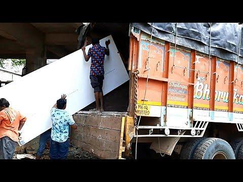 प्रयागराज में मार्बल को ट्रक से अनलोड करते वक्त हुआ हादसा, तीन मजदूर गम्भीर रूप से घायल