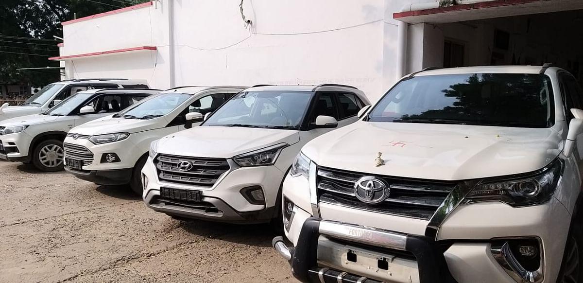 प्रयागराज में अंतर्राज्यीय चार पहिया वाहन चोर गैंग के 5 सदस्य गिरफ्तार, 5 लक्ज़री कार बरामद