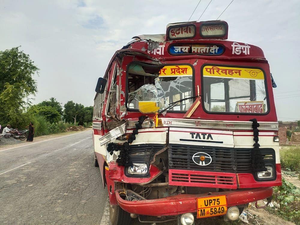 मैनपुरी में बड़ा सड़क हादसा: ट्रक से टकराई एनसीसी कैडेट्स की बस, 22 घायल, छह की हालत गंभीर