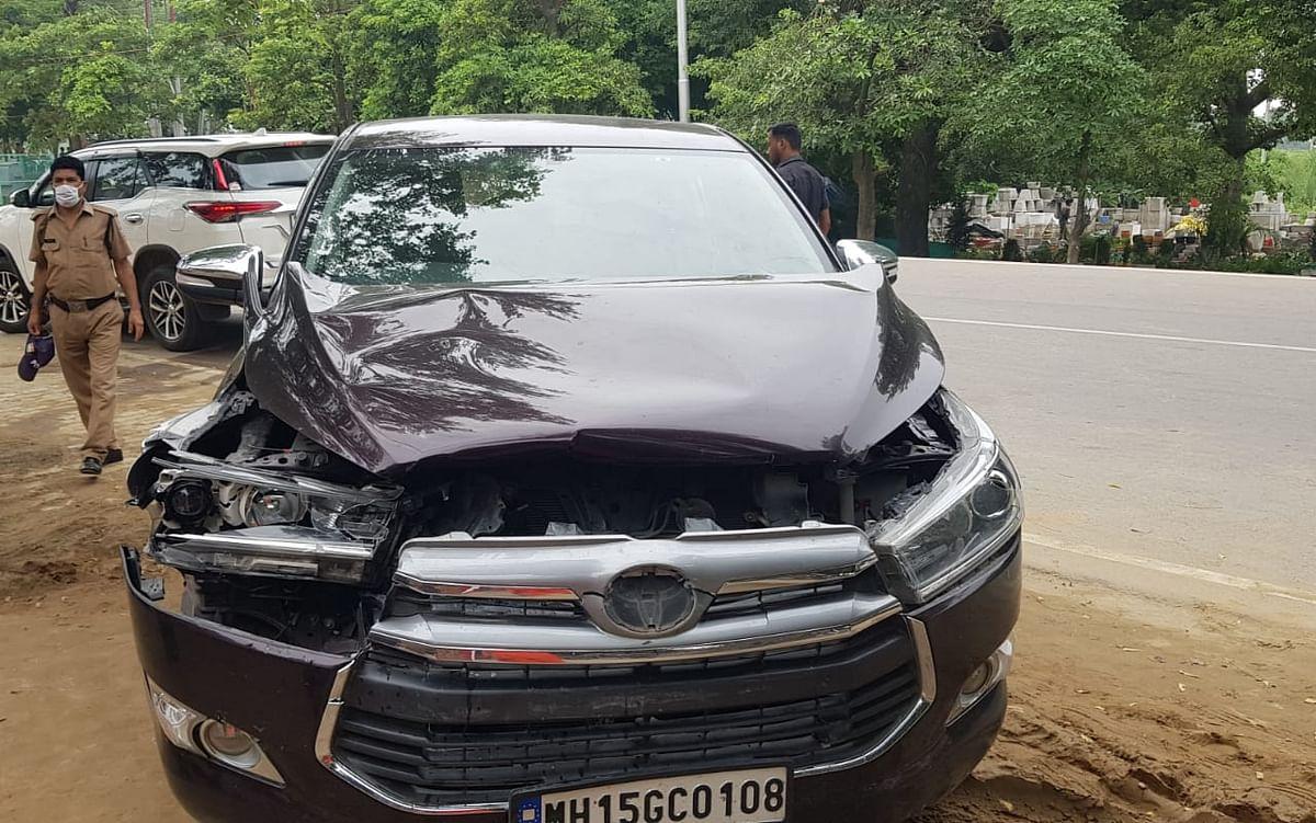 मुख्यमंत्री से मुलाकात के पहले अखाड़ा परिषद अध्यक्ष नरेंद्र गिरि की गाड़ी दुर्घटनाग्रस्त