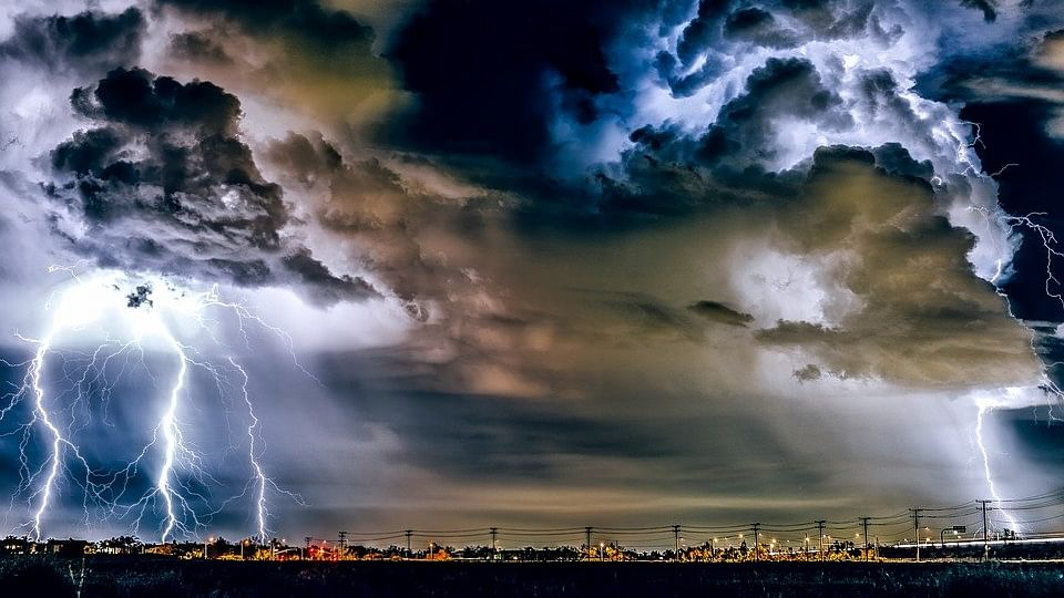 'Bolt From The Blue' - Lightning Strikes Killing More People Than Ever !