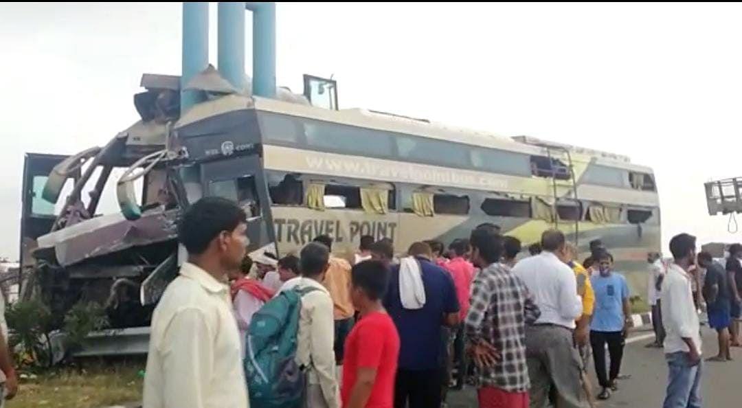 बिहार से दिल्ली को जा रही बस आगरा-लखनऊ एक्सप्रेस-वे पर डिवाइडर से टकराई, एक की मौत, 35 घायल