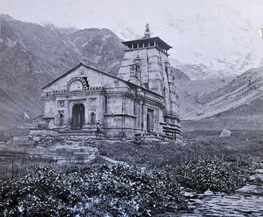 जानिए केदारनाथ मंदिर से जुड़ी कुछ रोचक जानकरियाँ व रहस्य...