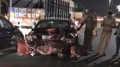 Many Cars Ram Into Each Other Late Night Near Fun Republic Mall In Lucknow