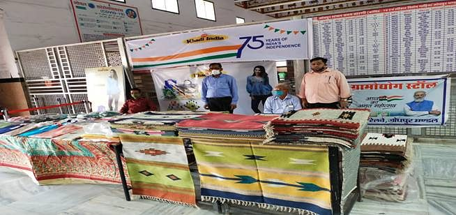 KVIC Sets Up Khadi Exhibition Cum Sale Stalls At 75 Railway Stations To Celebrate 75 Years Of Independence