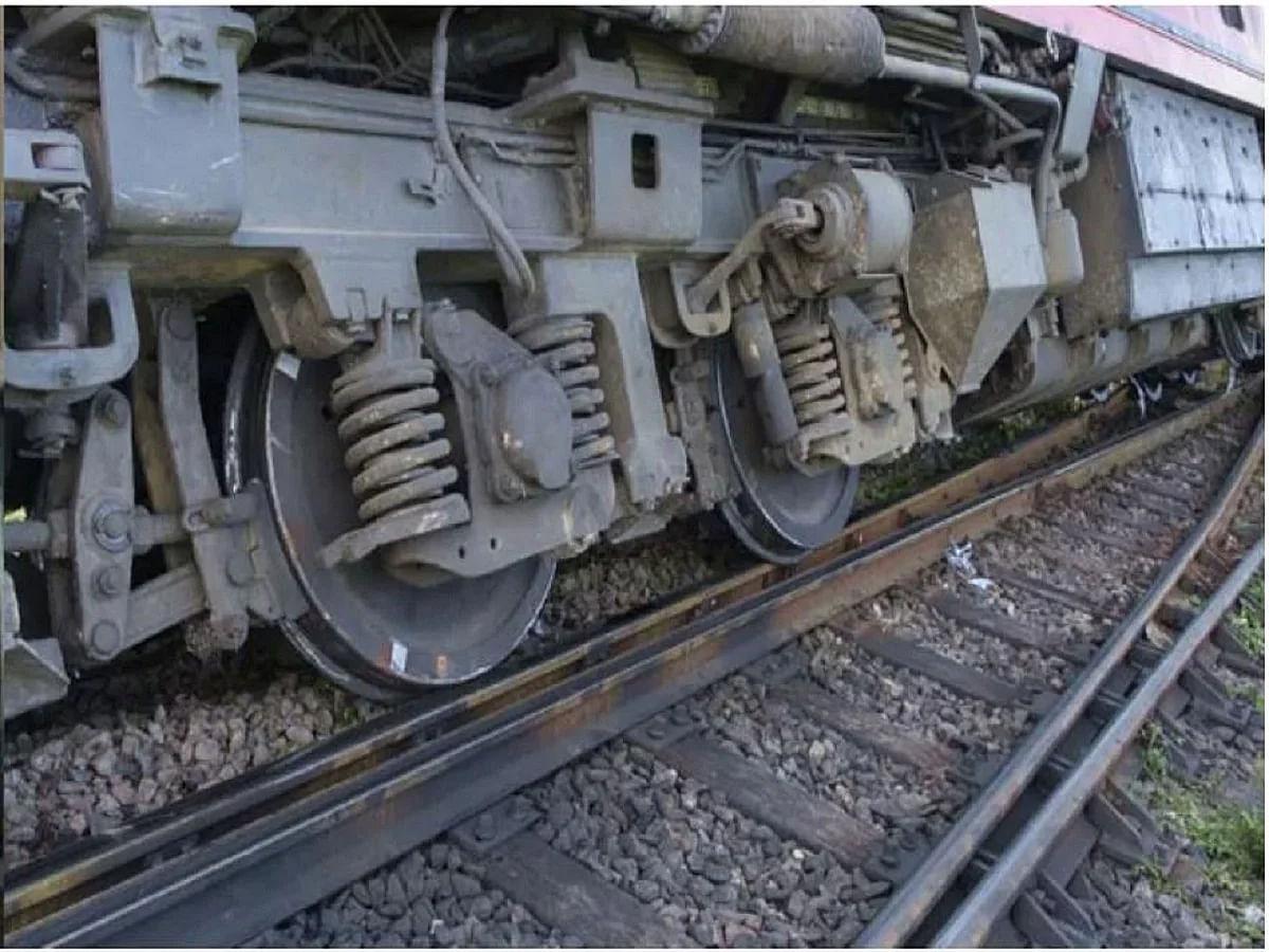 Delhi-Howrah Rail Route Disrupted As 11 Coaches Of A Goods Train Derails in Etawah