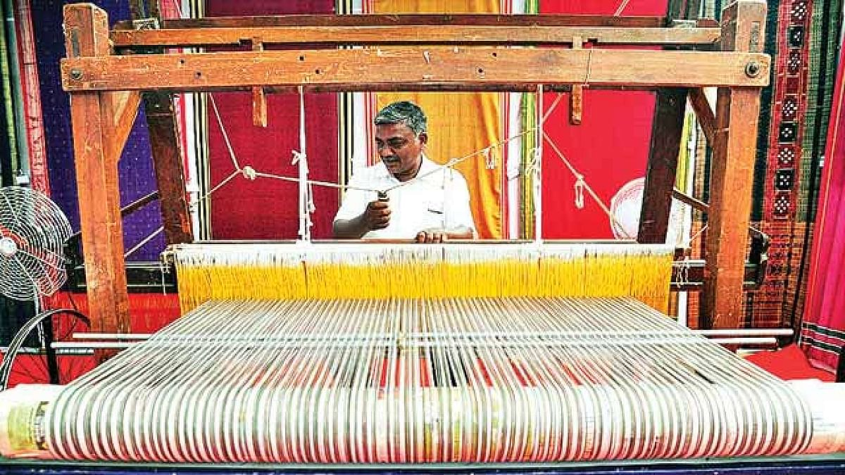 UP Government Giving Big Boost To Handloom Weavers Of The State