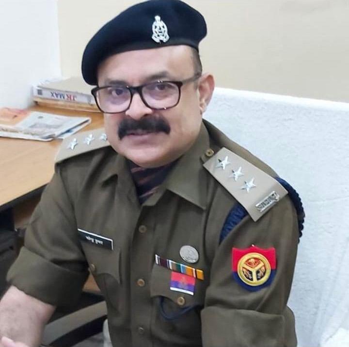 स्पेशल टास्क फोर्स के सीओ नवेंदु सिंह को उत्कृष्ट कार्य के लिए प्रशंसा चिह्न से सम्मानित