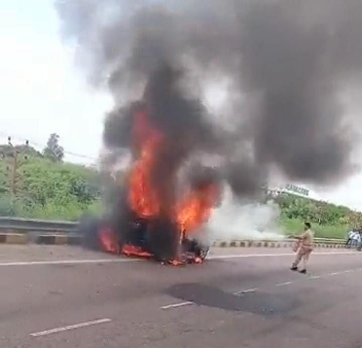 Moving Car Catches Fire On Shaheed Path In Lucknow, Completely Gutted