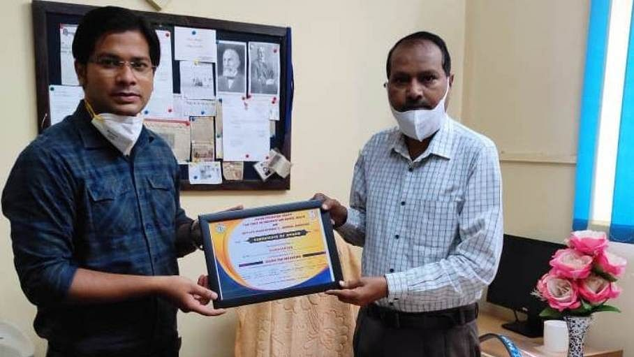 AMU Resident Doctor Awarded For Book Review